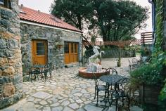 La Pointe Farm - Guernsey Self Catering - Cobo Apartment - Courtyard