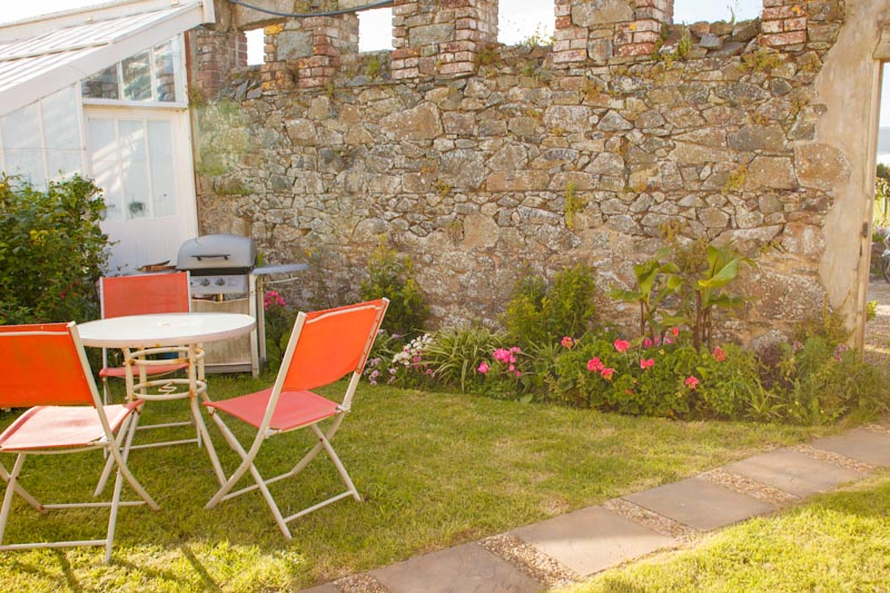La Pointe Farm - Guernsey Self Catering - The Wing - Garden (2)