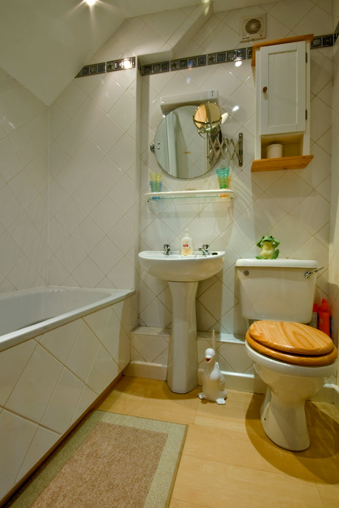 La Pointe Farm - Guernsey Self Catering - Vazon Apartment - Bathroom