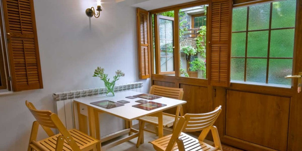 La Pointe Farm - Guernsey Self Catering - Cobo Apartment - Dining Area