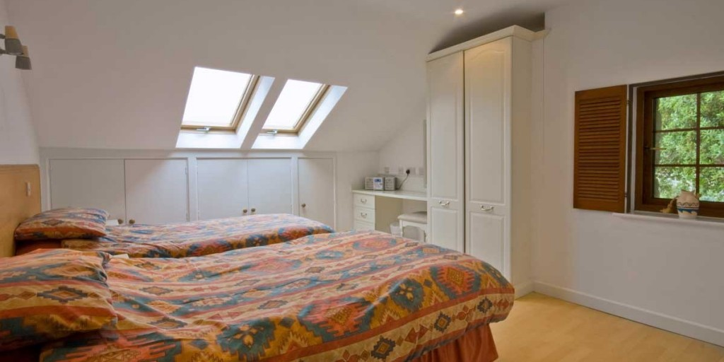 La Pointe Farm - Guernsey Self Catering - Cobo Apartment - Twin Room