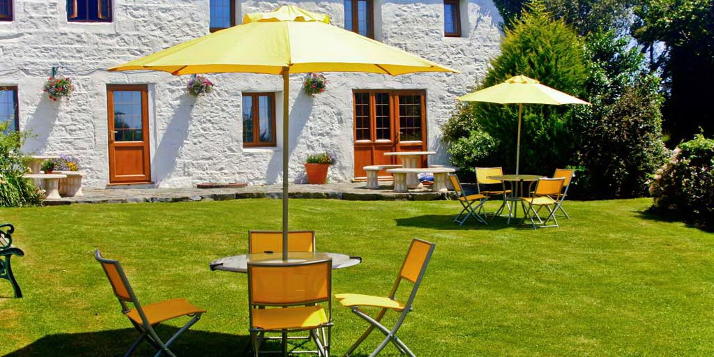 La Pointe Farm - Guernsey Self Catering - Rocquaine Apartment - Patio