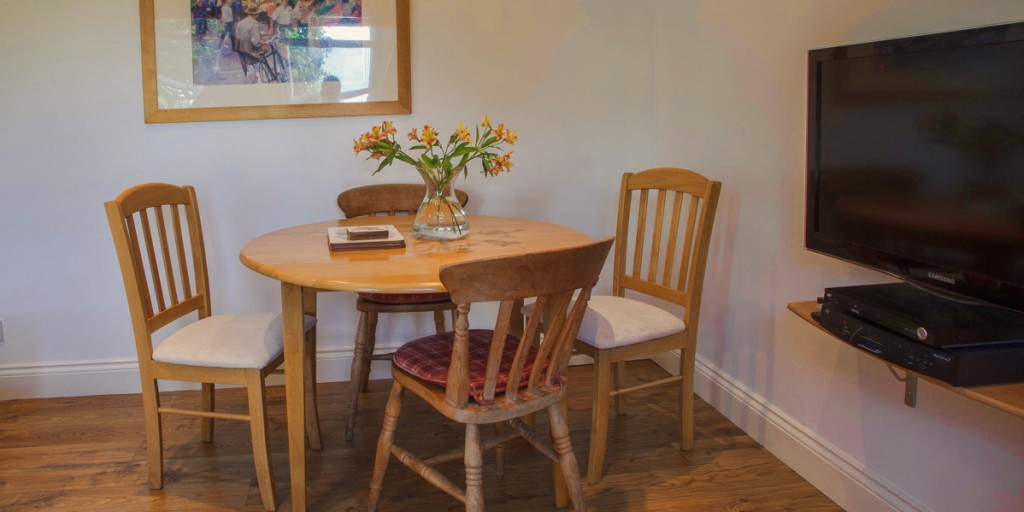 La Pointe Farm - Guernsey Self Catering - The Wing - Dining Area