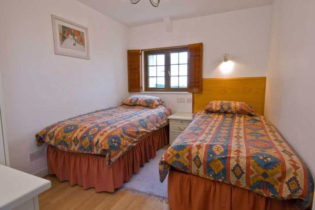 La Pointe Farm - Guernsey Self Catering - Leree Apartment - Twin Room