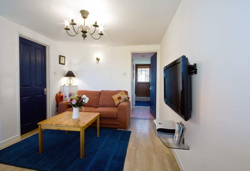 La Pointe Farm - Guernsey Self Catering - Perelle Apartment - Lounge with Dining Table
