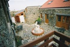 La Pointe Farm - Guernsey Self Catering - Portelet Apartment - Courtyard View
