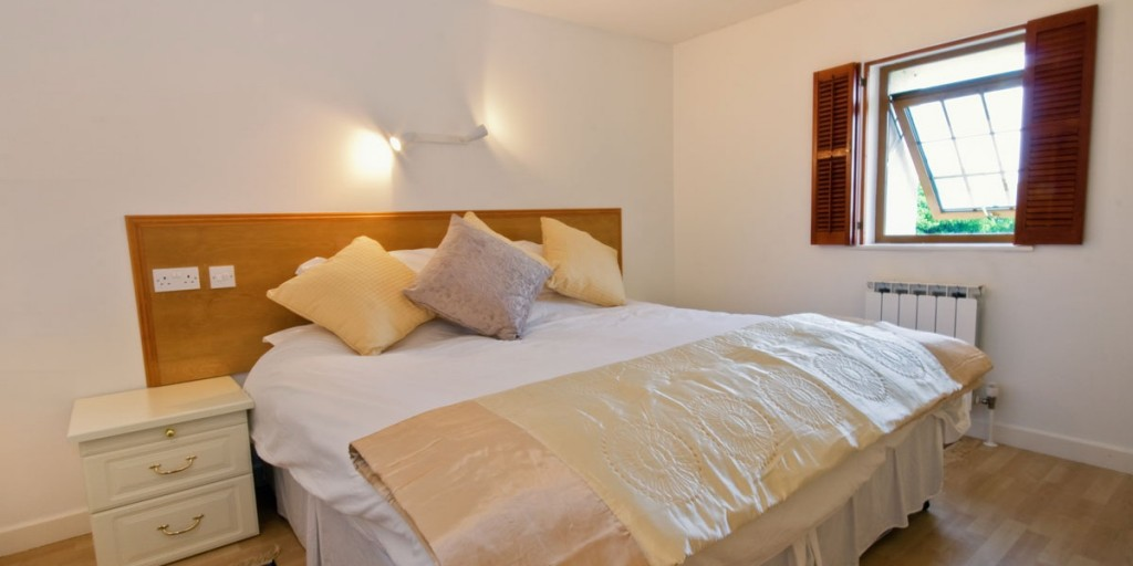 La Pointe Farm - Guernsey Self Catering - Portelet Apartment - Double Bedroom