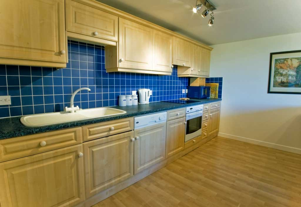 La Pointe Farm - Guernsey Self Catering - Rocquaine Apartment - Kitchen
