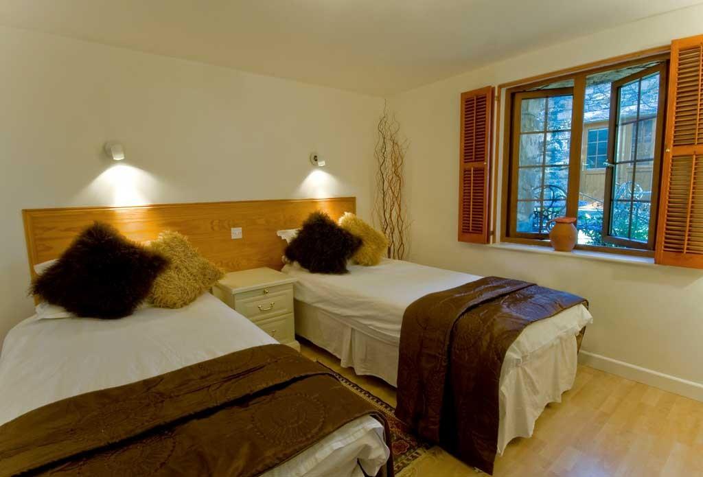 La Pointe Farm - Guernsey Self Catering - Rocquaine Apartment - Twin Room